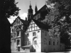 plebania, dawne muzeum, widok od skrzyżowania ul. Krzywoustego i Kazimierza Wielkiego
